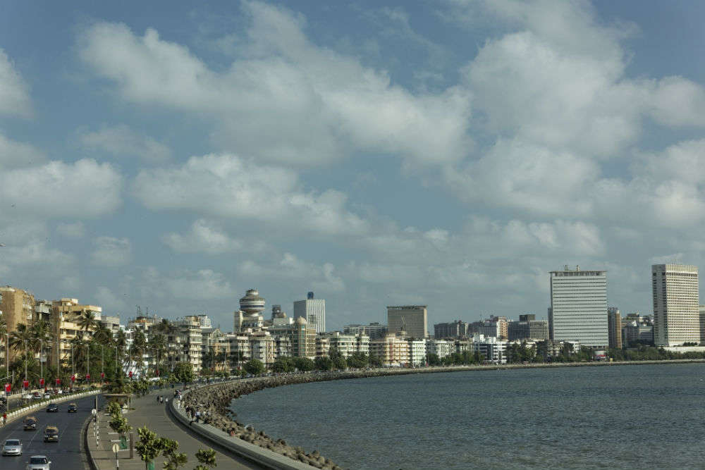 Marine drive road Mumbai place to visit
